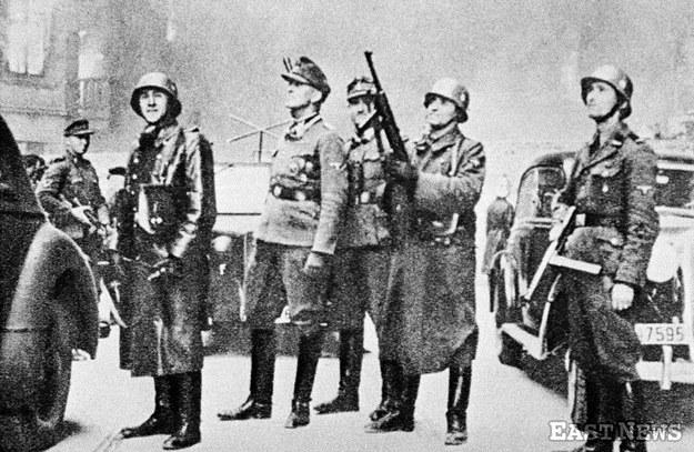 Jürgen Stroop nadzoruje likwidację warszawskiego getta /Laski Diffusion /East News