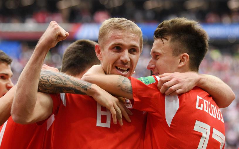 Jurij Gazinski (numer 8) strzelił pierwszego gola na mundialu 2018 /Matthias Hangst /Getty Images