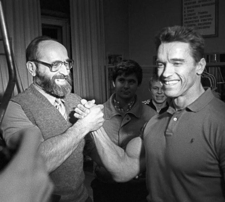 Jurij Własow (po lewej), Arnold Schwarzenegger (po prawej) /Twitter / @Schwarzenegger /twitter