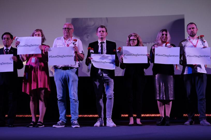 Jurorzy Krakowskiego Festiwalu Filmowego w geście poparcia dla Ołeha Sencowa /Krakowski Festiwal Filmowy /materiały prasowe