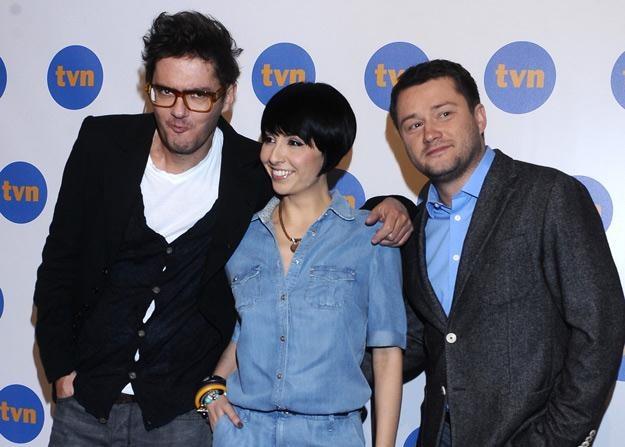 """Jurorzy """"X Factor"""" - Kuba Wojewódzki i Tatiana Okupnik, oraz prowadzący Jarosław Kuźniar /MWMedia"""