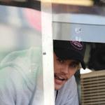 Justin Bieber jako... sprzedawca burgerów!