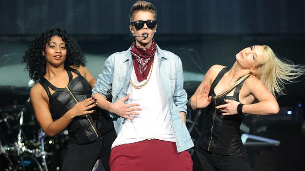 Justin Bieber podczas koncertu /Chris McKay /Getty Images