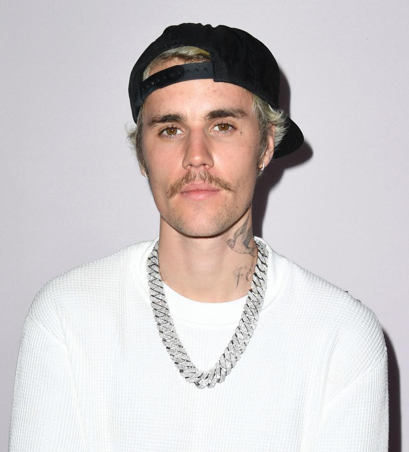 Justin Bieber skarżył się na objawy boreliozy, ale diagnoza za pierwszym razem  została błędnie postawiona. Gwiazdor ciężko przeszedł chorobę /Getty Images