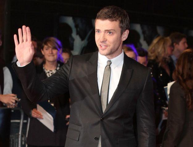Justin Timberlake w garniturze i pod krawatem fot. Tim Whitby /Getty Images/Flash Press Media