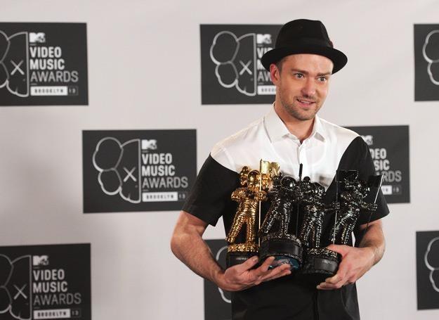 Justin Timberlake ze statuetkami MTV Video Music Awards - fot. Jamie McCarthy /Getty Images/Flash Press Media