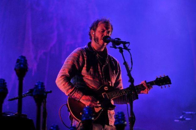 Justin Vernon (Bon Iver) podczas występu w Gdyni - fot. Jacek Kurnikowski /AKPA