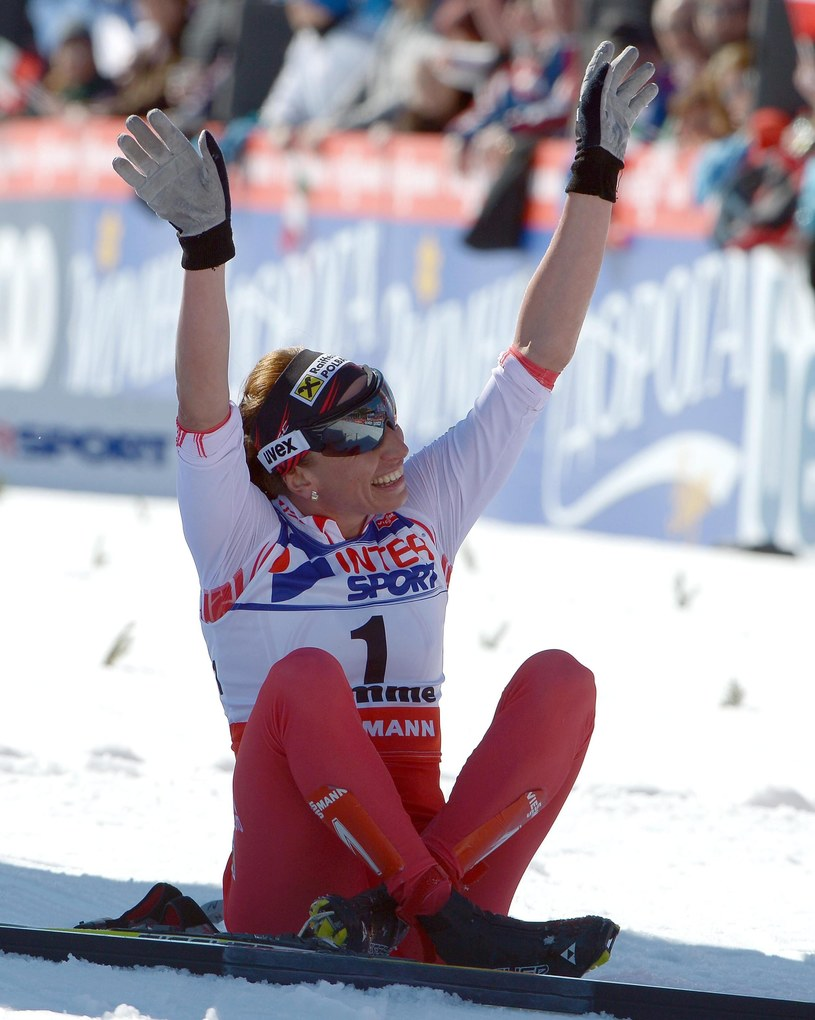 Justyna Kowalczyk była bardzo zadowolona ze srebrnego medalu w przeciwieństwie do swojego trenera /PAP/EPA