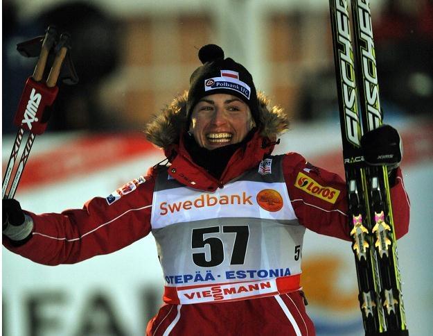 Justyna Kowalczyk cieszy się na mecie z kolejnego zwycięstwa /AFP