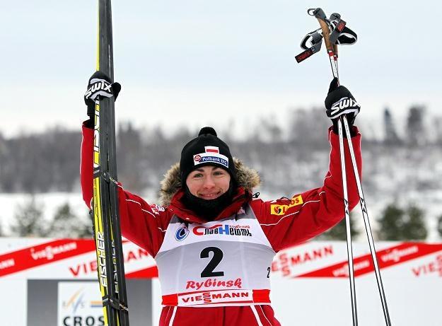 Justyna Kowalczyk cieszy się z 2. miejsca wywalczonego w Rybińsku /PAP