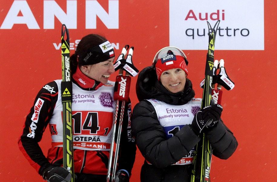 Justyna Kowalczyk i Sylwia Jaśkowiec na najniższym stopniu podium w sprincie drużynowym w estońskiej Otepaeae /VALDA KALNINA /PAP/EPA
