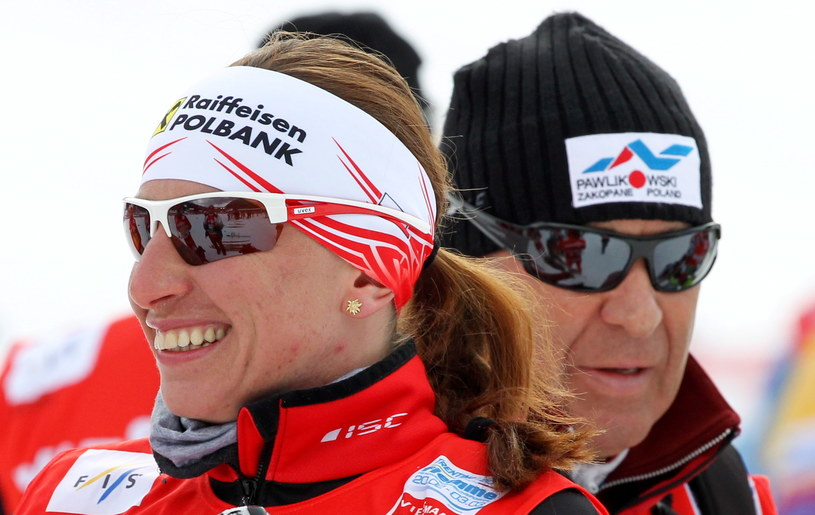 Justyna Kowalczyk (L) z trenerem Aleksandrem Wierietelnym (P) podczas treningu we włoskim Val di Fiemme /Grzegorz Momot /PAP