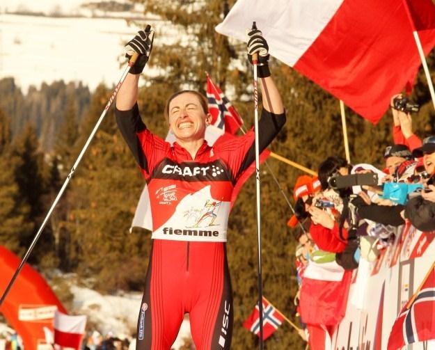Justyna Kowalczyk na finiszowych metrach podbiegu pod Alpe Cermis fot: Grzegorz Momot /PAP