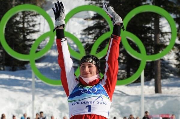 Justyna Kowalczyk na olimpijskim podium /AFP