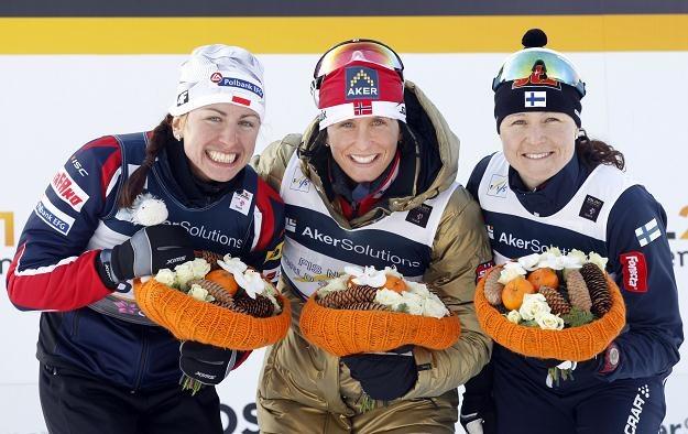 Justyna Kowalczyk na podium biegu na 10 km techniką klasyczną /AFP