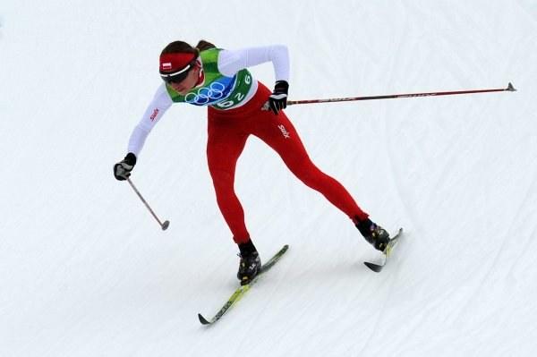 Justyna Kowalczyk podczas biegu sztafetowego na trasie w Whistler. /AFP