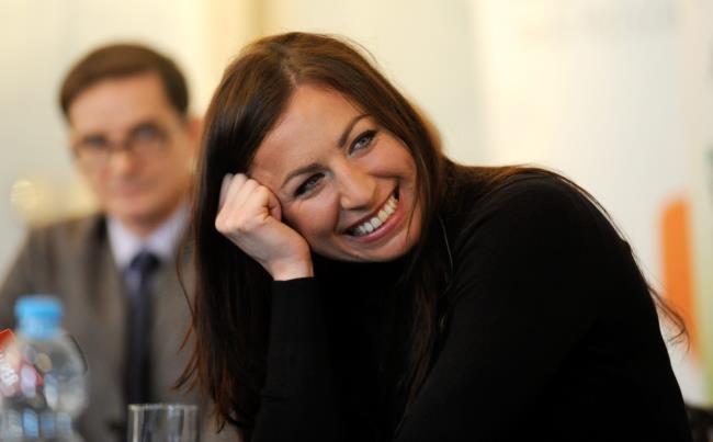 Justyna Kowalczyk podczas spotkania prasowego w trakcie którego została zainaugurowana licytacja sztabki złota mistrzyni olimpijskiej z Soczi /Bartłomiej Zborowski /PAP