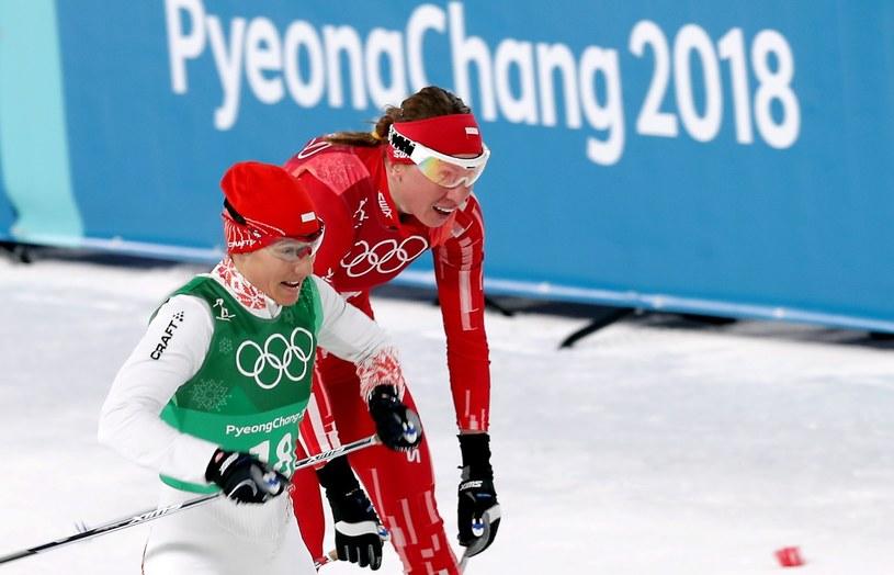 Justyna Kowalczyk (tył) i Sylwia Jaśkowiec podczas sprintu drużynowego w Pjongczangu / Grzegorz Momot    /PAP