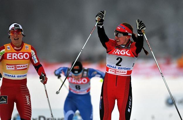 Justyna Kowalczyk wygrywa na finiszu z Marit Bjoergen (z lewej) /AFP