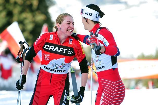 Justyna Kowalczyk (z lewej) i  Marit Bjoergen. /AFP