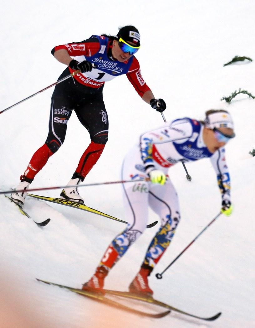 Justyna Kowalczyk (z lewej) ściga stawkę /Grzegorz Momot /PAP