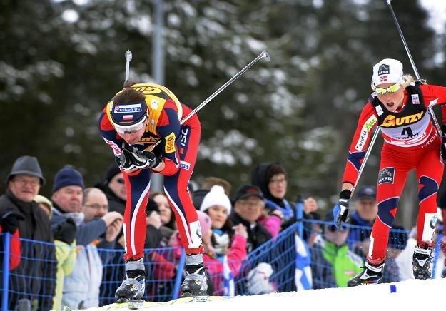Justyna Kowalczyk (z lewej) zajęła czwarte miejsce w sprincie w Lahti /AFP