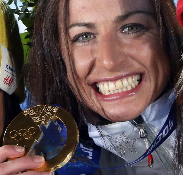 Justyna Kowalczyk ze złotym medalem igrzysk w Soczi /AFP