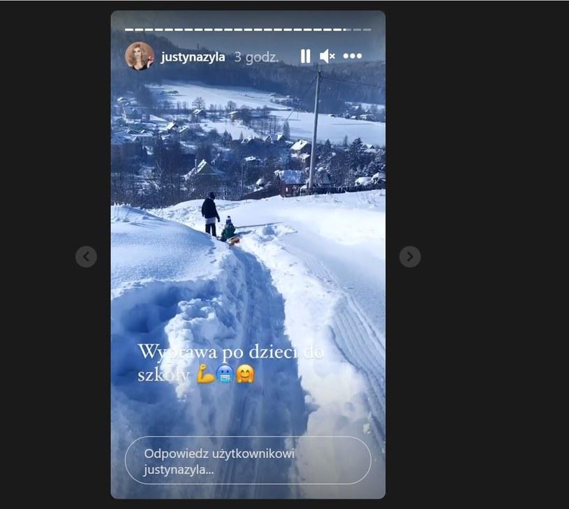 Justyna relację z drogi po dzieci do szkoły zamieściła na swoim InstaStories /Instagram