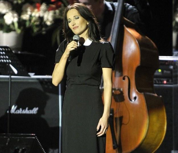Justyna Steczkowska podczas koncertu dedykowanego ofiarom katastrofy pod Smoleńskiem /AKPA