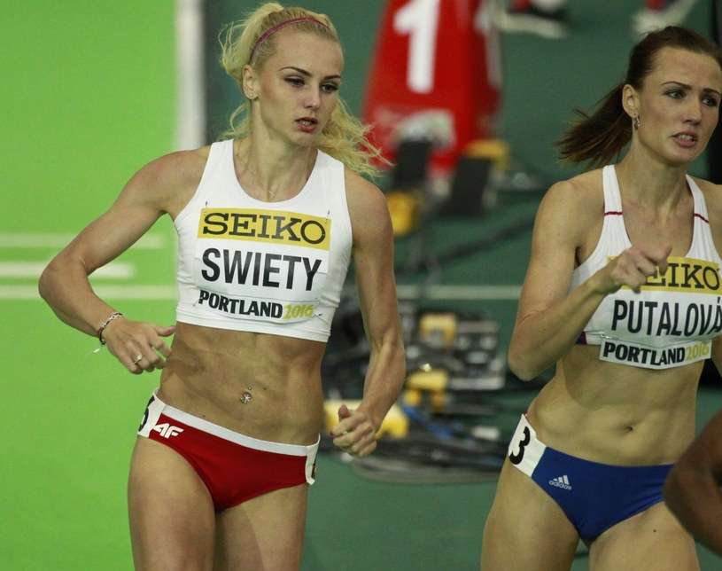 Justyna Święty pobiegła na ostatniej zmianie sztafety 4x400 m /PAP/EPA