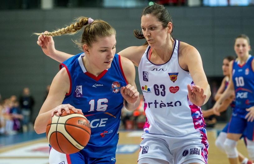 Justyna Żurowska-Cegielska (z prawej) z Artego /Fot. Tytus Żmijewski /PAP