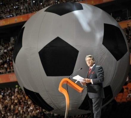 Juszczenko doczeka się wielkiej piłki na Ukrainie /AFP