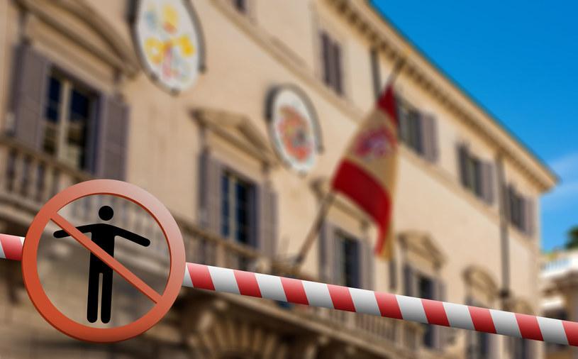 """Jutro w Hiszpanii ustaje praca wszystkich sektorów, """"które nie są kluczowe do funkcjonowania państwa w czasach pandemii"""". /123RF/PICSEL"""