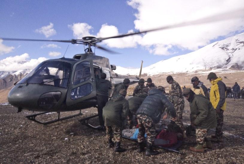Już 29 ofiar śmiertelnych lawin i burz śnieżnych w Himalajach /PAP/EPA