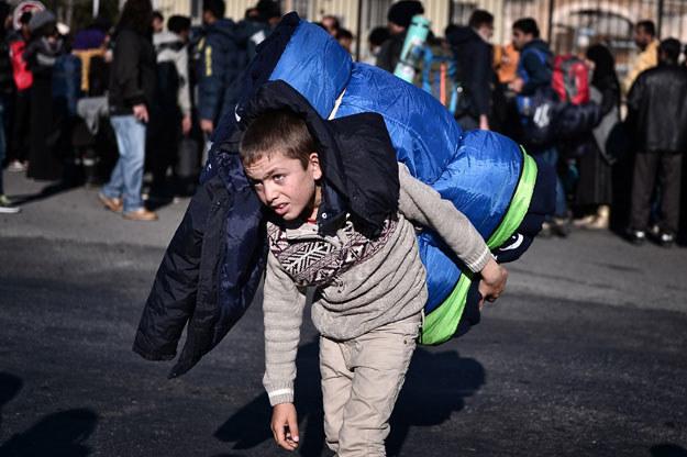 Już 60 tysięcy samotnie podróżujących nieletnich uchodźców dotarło do Niemiec /AFP