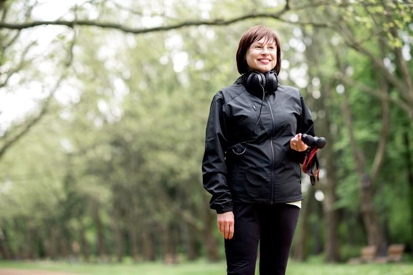 Już codzienny, półgodzinny spacer zmniejsza ryzyko zachorowania na raka /123RF/PICSEL