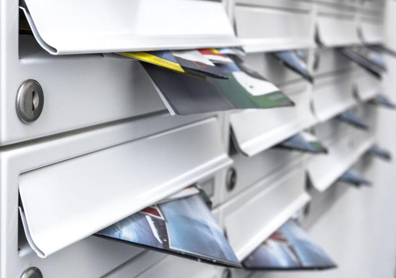 Już nie chcemy gazetek promocyjnych pozostawianych w skrzynkach pocztowych i na klatkach schodowych /123RF/PICSEL