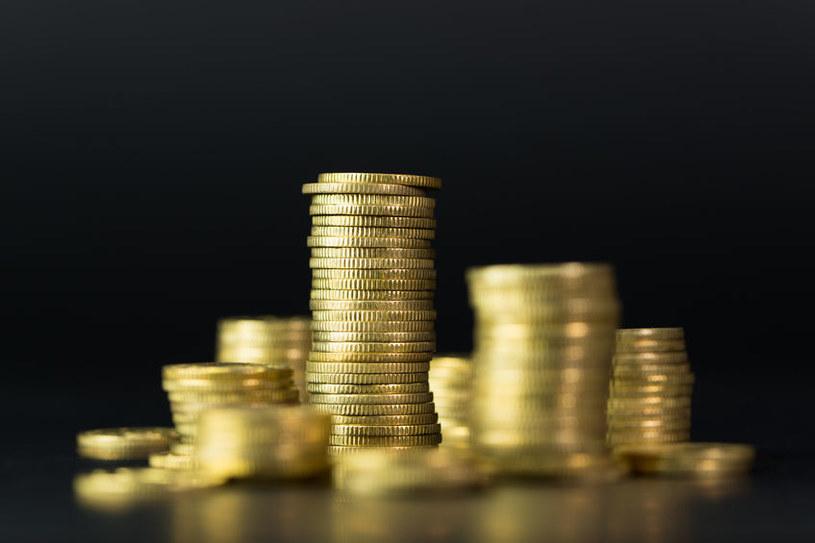 Już nie opłaca się oszczędzać. Oprocentowanie obligacji spadło, a lokaty bankowe dają jeszcze mniej /123RF/PICSEL