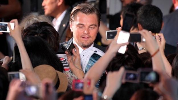 Już po strachu... DiCaprio rozdaje autografy - fot.Kiyoshi Ota /Getty Images/Flash Press Media