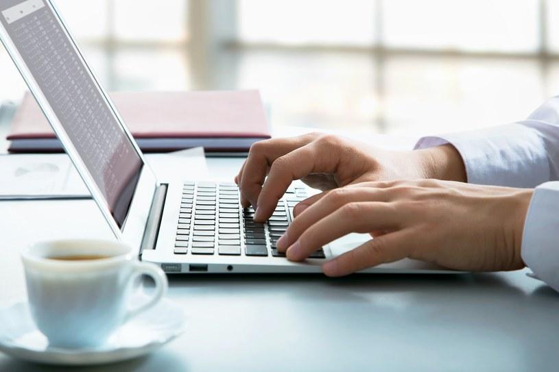 Już w październiku w Polsce zostaną wprowadzone e-faktury /123RF/PICSEL