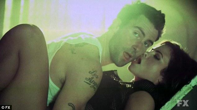"""Już w pierwszym odcinku """"American Horror Story: Asylum"""" Adam Levine, wokalista Maroon 5, kończy żywot w kawałkach! /internet"""