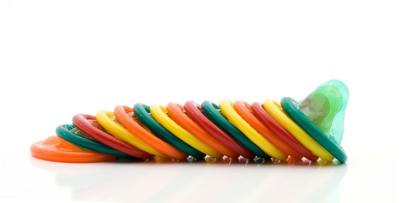 Już w przyszłym roku na rynku pojawią się innowacyjne prezerwatywy /123RF/PICSEL
