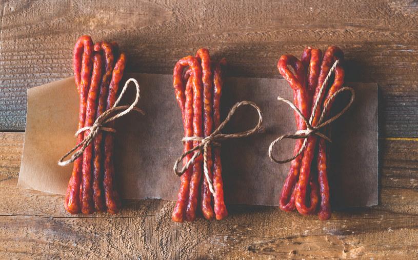 Kabanosy to więcej niż przekąska! Sprawdź, co można z nich zrobić - i to na ciepło! /123RF/PICSEL