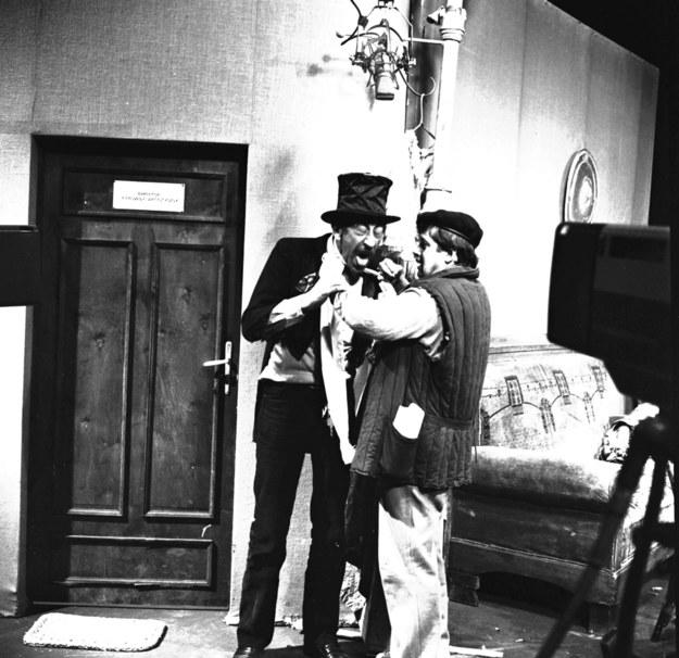Kabaret Olgi Lipińskiej. Nz: Jan Kobuszewski (L) i Janusz Gajos /Edmund Radoch  /PAP