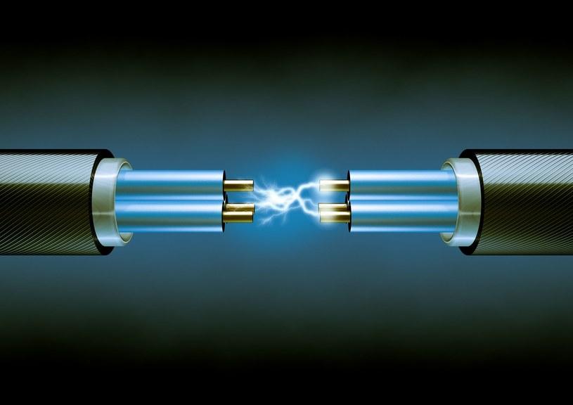 Kable przestaną być potrzebne? Startup z Nowej Zelandii pracuje nad bezprzewodową elektrycznością /123RF/PICSEL