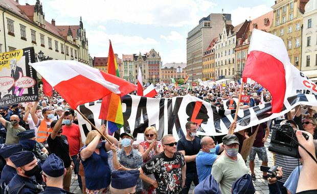 Kacper Płażyński skarży się do OBWE na agresję zwolenników opozycji. Apeluje też do Trzaskowskiego