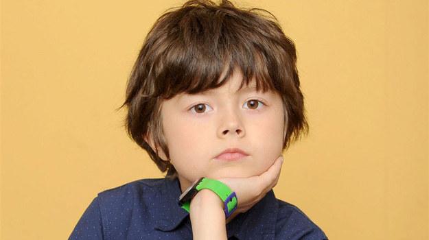 Kacperek Boski (Mateusz Pawłowski) właśnie przeżywa swoją pierwszą szkolną miłość /Agencja W. Impact