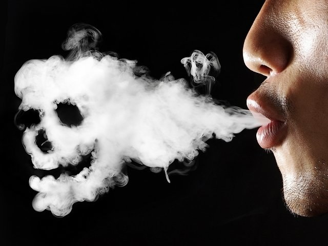 Kadm w dymie papierosowym /© Photogenica