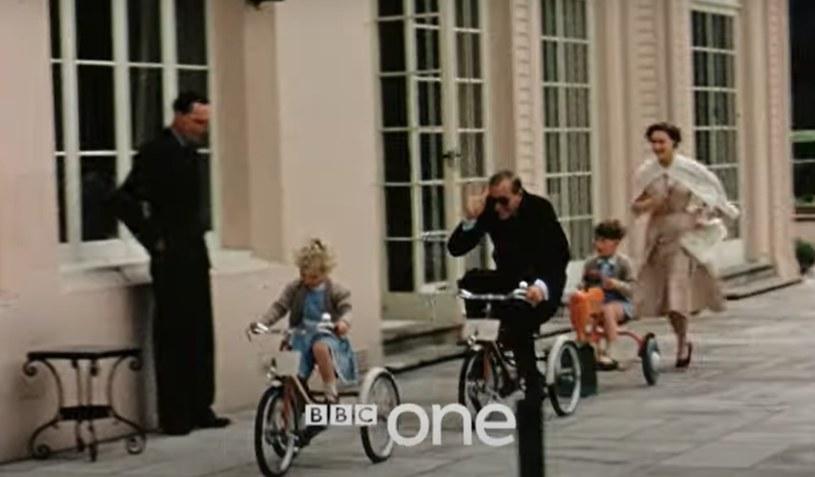 """Kadr w filmu BBC """"Książę Filip. Rodzina królewska pamięta"""""""