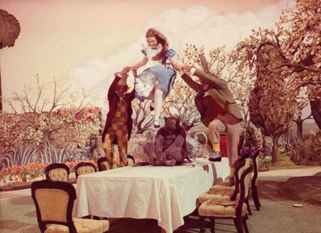 """Kadr z filmu """"Alicja w Krainie Czarów"""" w reżyserii Williama Sterlinga /East News"""